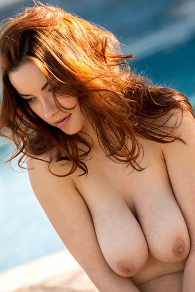 Model Elizabeth Marxs in Shows Off Her Hot Body By The Pool