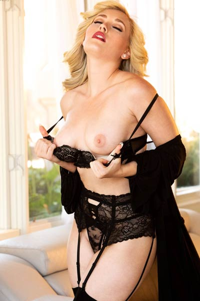 Model MK Blondie in Lingerie love
